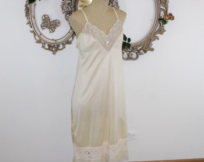 Women's Lingerie. Beige Kayser Full Slip in size 36 L with lots of beautiful lace details.  Made in USA.  Adjustable straps