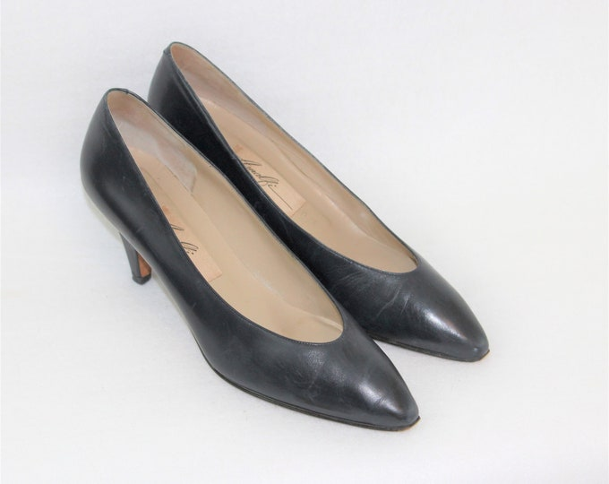 Women's Dark Blue Leather Pumps size 8 N.  Vintage Shoes by Amalfi Monica.