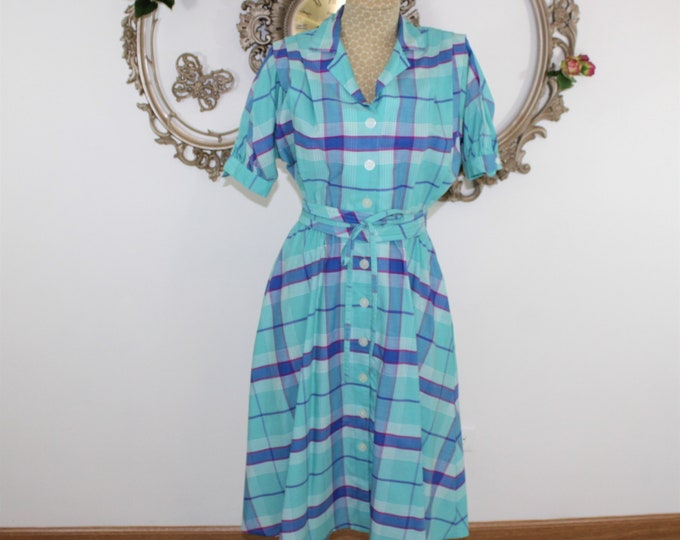 Cotton plaid day dress belted with natural waist, full skirt and short sleeves.  Blue green plaid dress.  Mrs Maisel summer dress