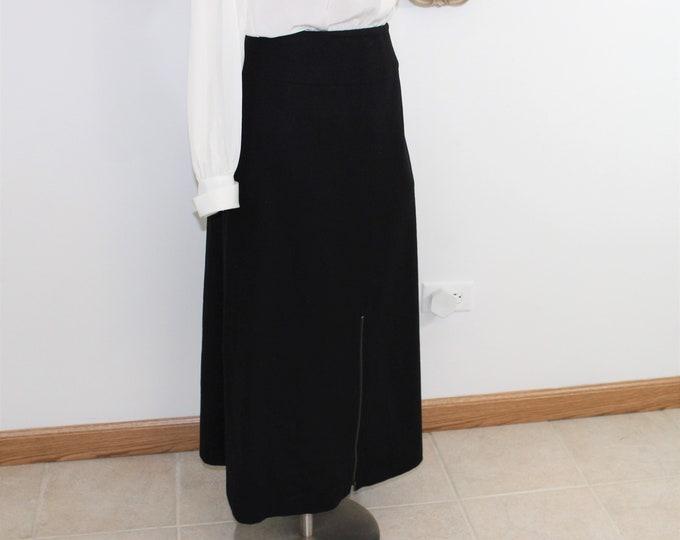 Vintage Harve Bernard Sport black wool classic straight skirt in size 10.