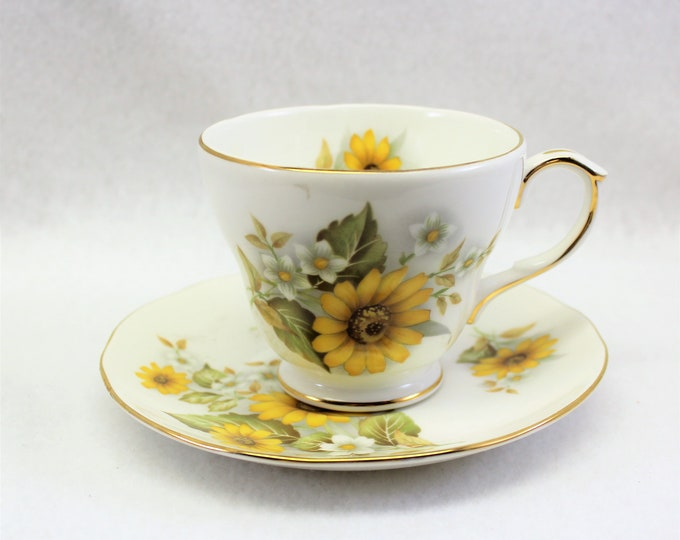 Royal Winchester Yellow Daisy Tea Cup and Saucer. Vintage Tea Cup with daisies.