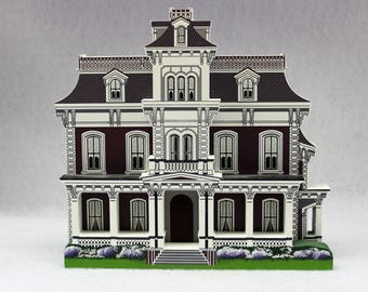 Shelia's Collectible 1997 Glen Auburn Bed & Breakfast Natchez Mississippi - 1997 replica house - mini house -Travel Memento - Keepsake