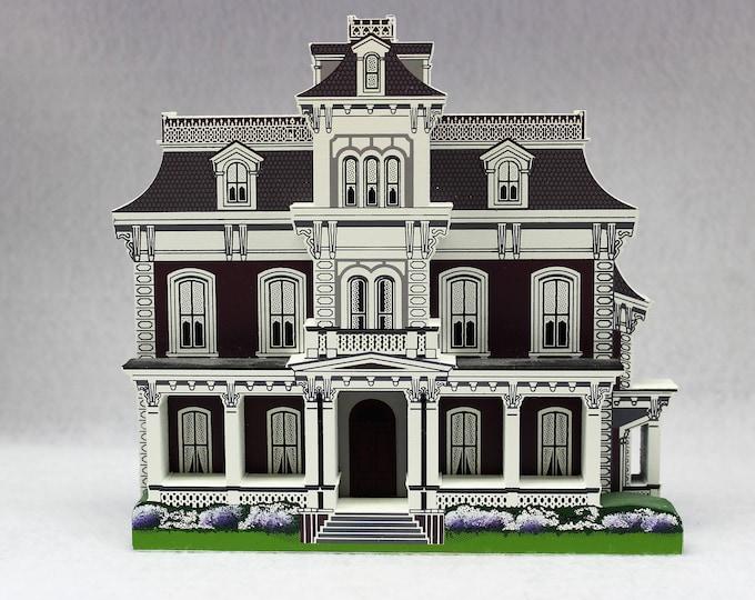 Shelia's Collectible 1997 Glen Auburn Bed & Breakfast Natchez Mississippi - replica house - mini house -Travel Memento - Keepsake