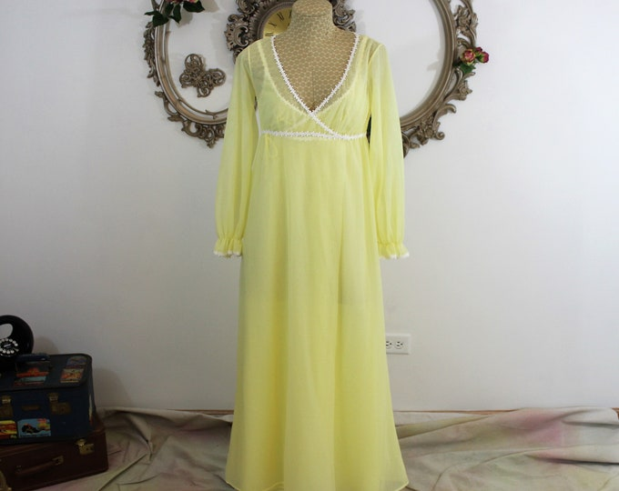 Honeymoon Lingerie. Women's Bridal Lingerie Set. Yellow and White size S by Tres' Belle Vintage Peignoir Set. Nightie and Robe