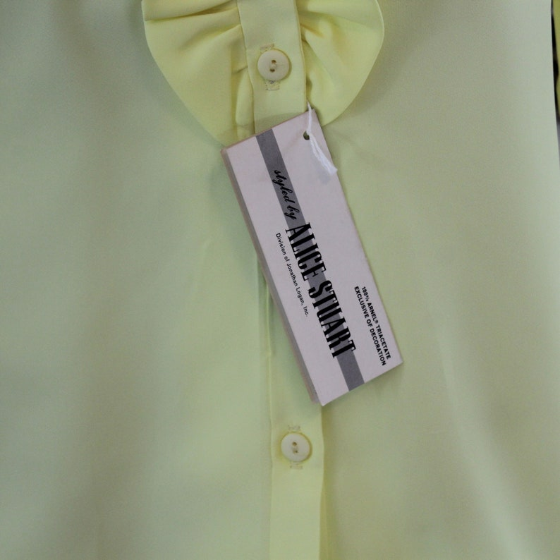 70/'s Yellow Ruffled Alice Stuart Blouse Vintage size 10 Modern Size S Vintage but NWT 70/'s yellow long sleeve shirt with ruffles.