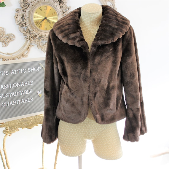 Faux fur coat Size Small. Fake fur sheared Mink Jacket in Brown. Ribbed details on collar and sleeves cropped coat Made by Telluride