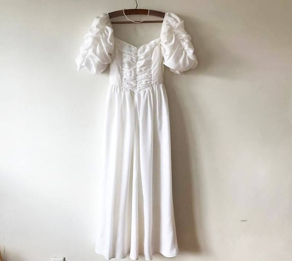 Dress Arms See Uncovered Stag Classic Puffy Up White Dress Shoulders Ruffle Through Do Bride 90s Vintage Gown Ball Wedding Russian Back AxfgqtYY