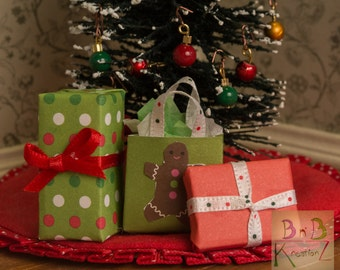 Mini Christmas Presents (Green & Red Polka Dots) -- Dollhouse Miniature 1:12 Scale