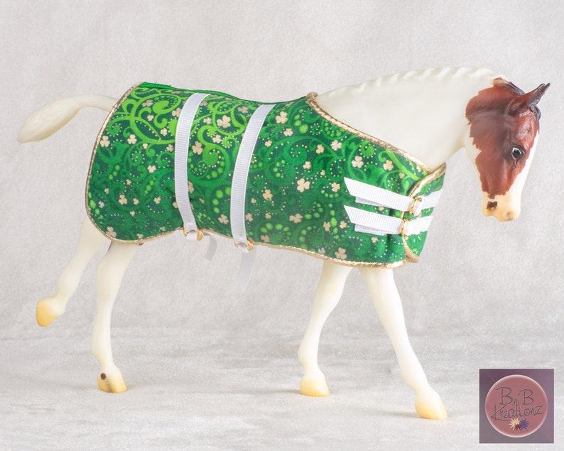 Traditional Model Horse Blanket Green & Gold Shamrock  1:9 image 0