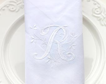Set of 4 Monogrammed Napkins / Personalized Napkins / Cloth Dinner Napkins / Embroidered Napkins / Wedding Napkins/ Font 16