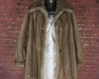 Simulated fur very funky.Small 8-10 Vintage late 1960s 70/'s Astraka belted leather faux fur long winter coat