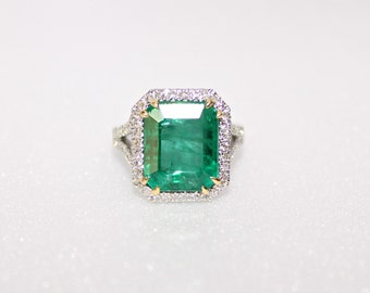 Emerald ring. Natural emerald and diamond ring . 18k white gold ring. Engagement ring