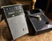 Vintage Zenith Portable AM Radio - De Luxe Royal 500