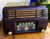 Vintage GE Tube AM Radio - Bakelite - Art Deco - Model 200