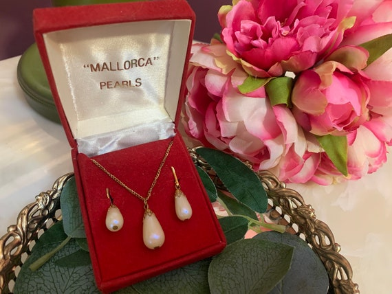 Mallorca Teardrop Pearls Necklace and Earring Set,