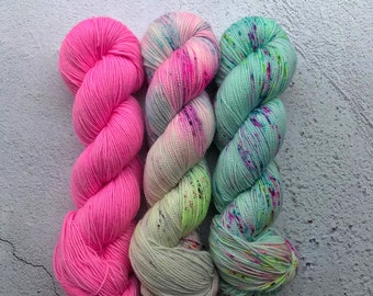 Kit 7, Twisted sock (100g) Dyed to order. Hand dyed sock yarn, 80% merino, 20 nylon.