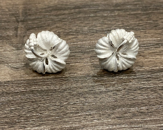 Featured listing image: Sterling Silver Hawaiian Hibiscus Stud Earrings (E1503)