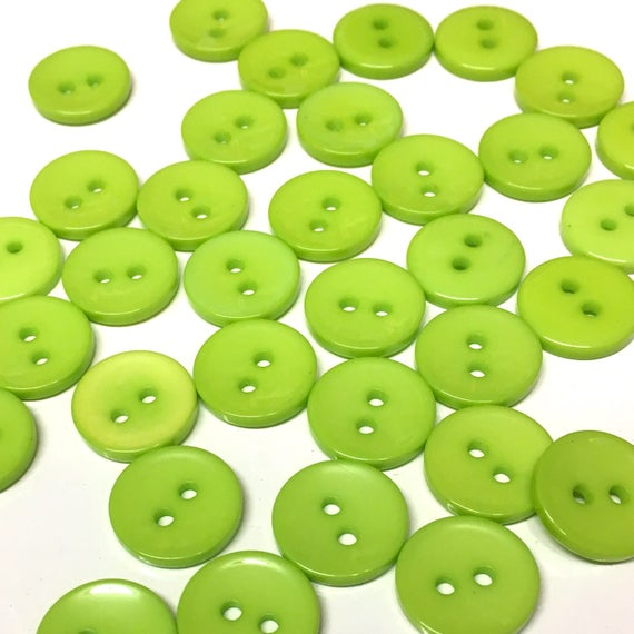 10 x Pale Light Green round plastic Buttons 15mm plastic 2 holes British made