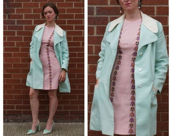 1960's Size M mint green and cream coat with broad collar and contrasting trim
