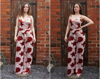 1970's Size S-M red and white disco jumpsuit catsuit with a 'japanese-inspired' print