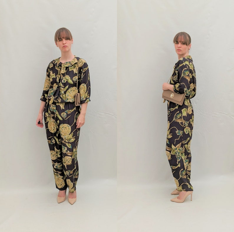 1980/'s Size M loose slouchy jumpsuit with chain or rope novelty print and peterpan collar and neck tie.