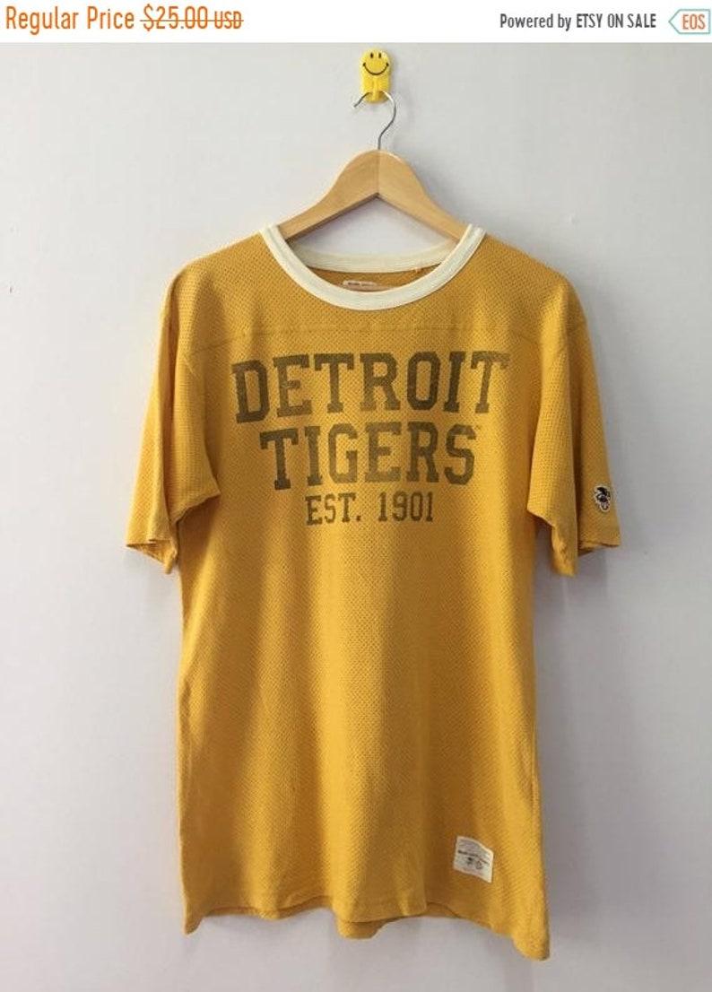 c04a2703f0325 Vintage 90s Detroit Tigers Tshirt Major League Baseball Size M