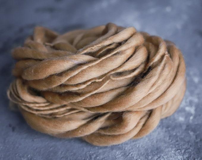 Merino Wolle handgesponnen,  dick und dünn, beige