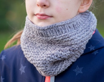 Knitted loop scarf for boys and girls from 4 to 8 years / hand-dyed and hand-knitted / Scarf cowl