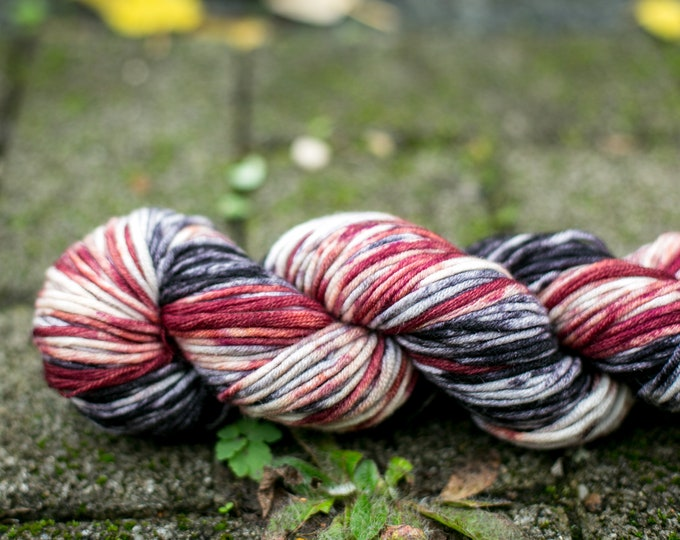 Merino wool hand-dyed with gradient, for a warm cap 100g