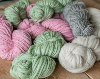 Thick and thin merino yarn merino / wool handpun tinged effect yarn light pink, slub yarn, thick and thin yarn, wool for felting, many colors