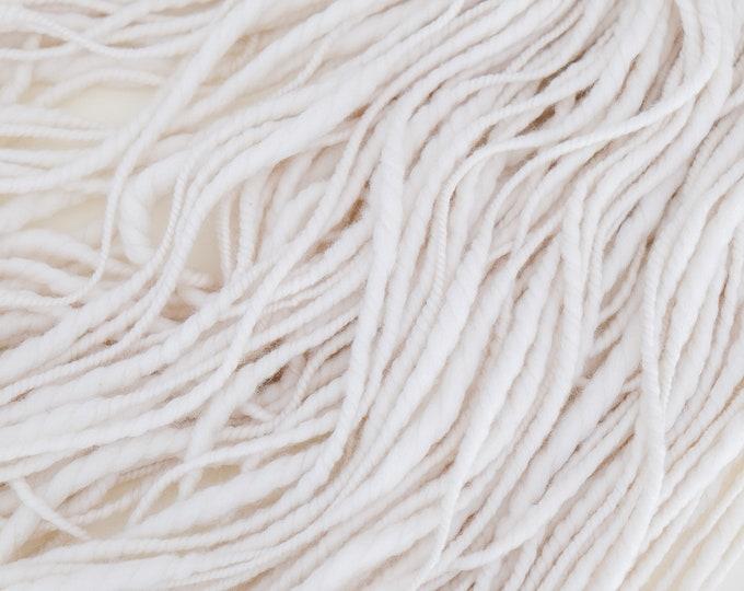 Art Yarn handspun / Handspun effect yarn merino wool slub thick and thin natural white