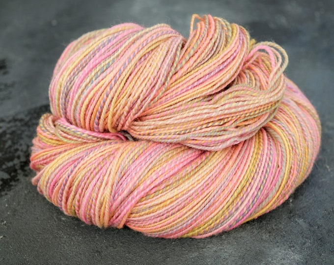 Hand spun yarn Merino - hand spun wool / stroking wool / effect yarn / pink yarn