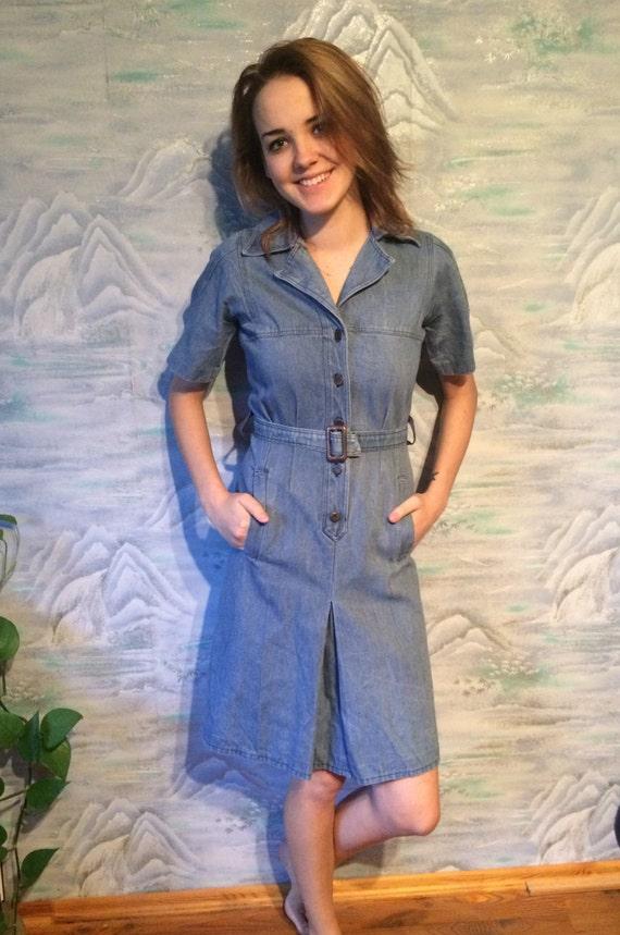 Jahrgang hellblaues Kleid Denim Kleid Midi Kleid Buttom Up Verschluss Kleid Kurzarm Hipster Kleid klein