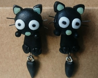 Earrings dangling little cat with whiskers