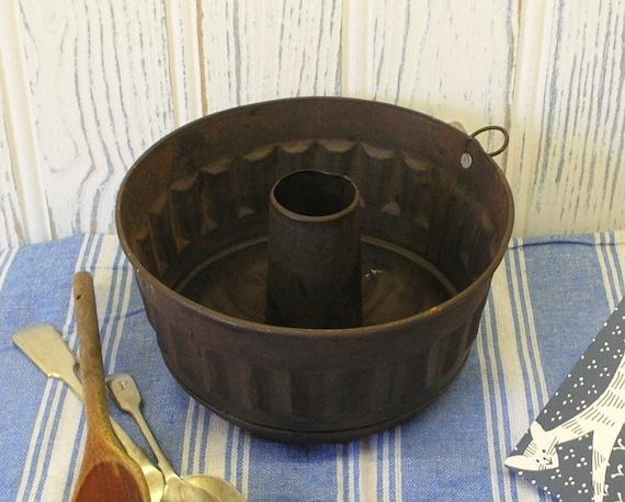 Vintage Bundt Pan Kugelhopf Mold Rusty Gugelhupf Tin Cake