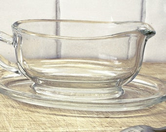 Vintage Pyrex gravy boat with saucer, clear glass. Sauce custard creamer jug. Mid century kitchenalia glassware bakeware cookware dining