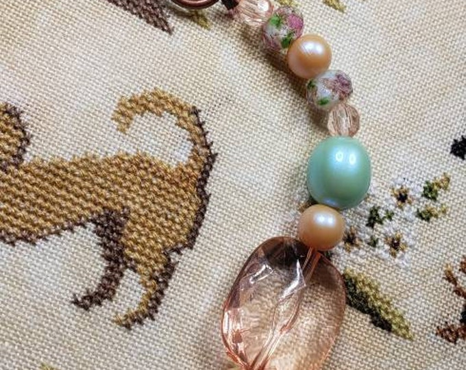 Scissor Fob - Cross Stitch Embroidery - Gladd Rose beads with acrylic beads