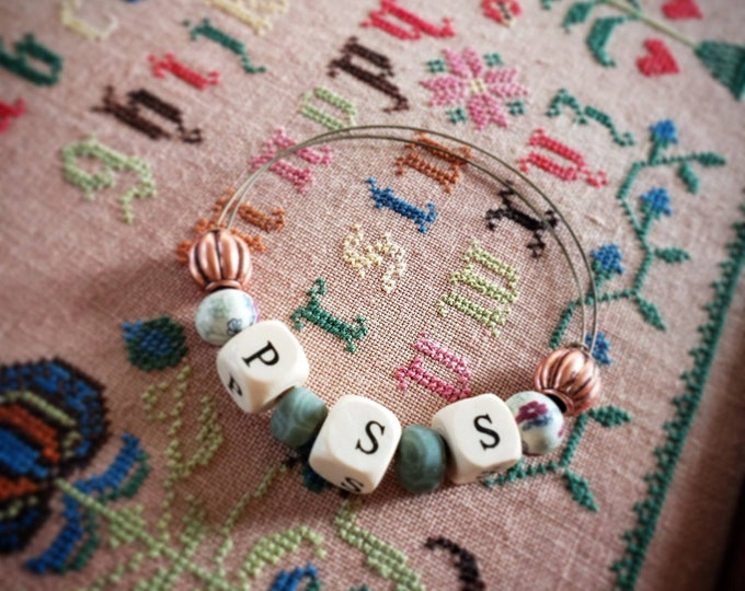 Expanding bracelet with beads and wooden letters PSS.