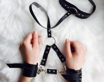Klettergurt Body : Leder handschellen klettergurt ledergürtel etsy