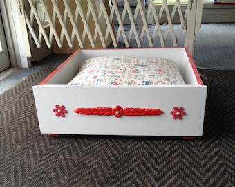 White With Red Trim Pet Bed
