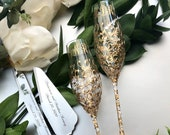 Personalized Wedding glasses and Cake Server Set cake cutter gold wedding toasting flutes Gold wedding flutes and cake gold wedding set of 4