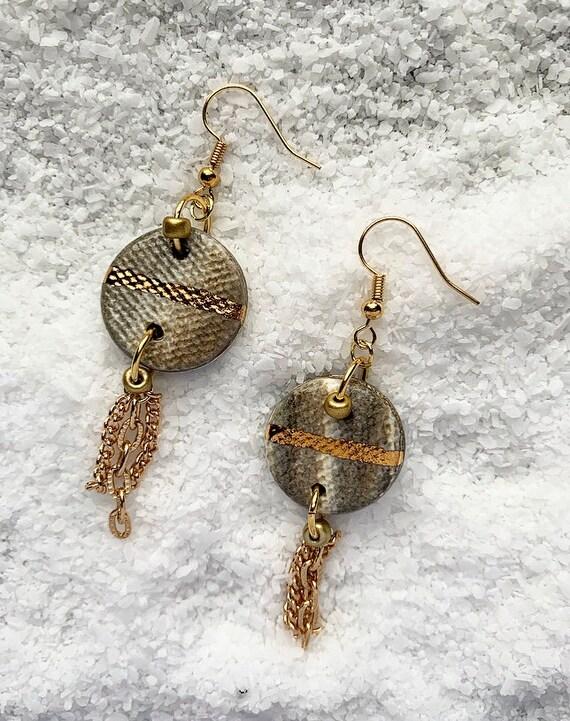 Marbled Gold Line Chain Tassel Earrings