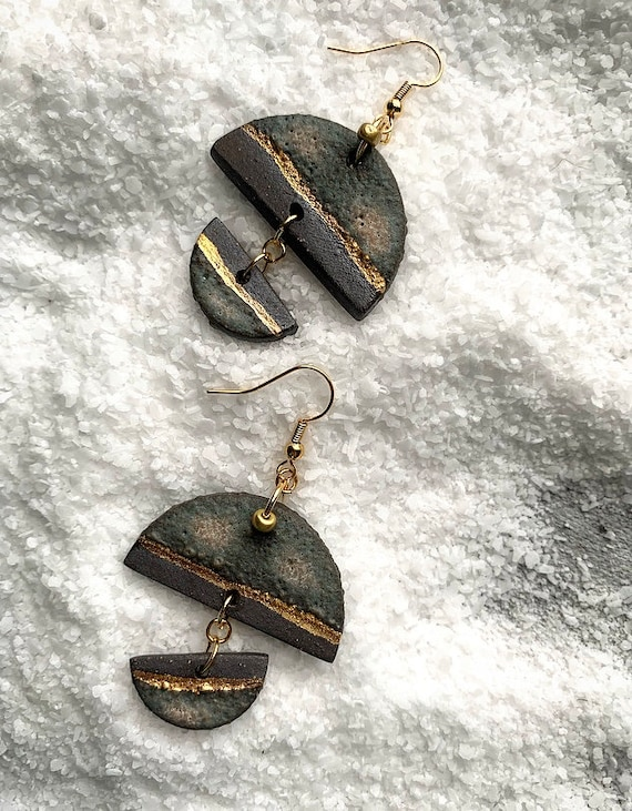 Stormy Gray Gold Line Earrings