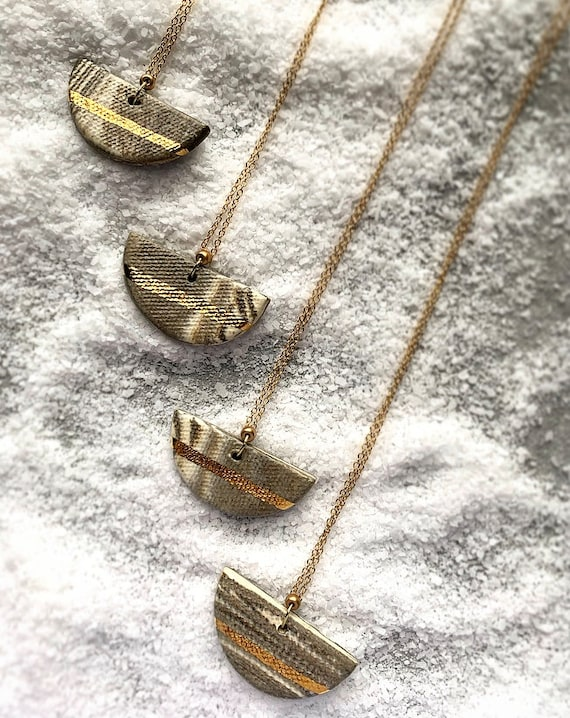 Marbled Gold Line Necklace