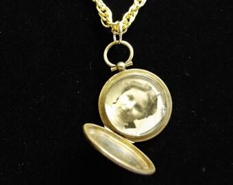 Antique Memory Locket #934; Genuine Antique Photo Memento Locket