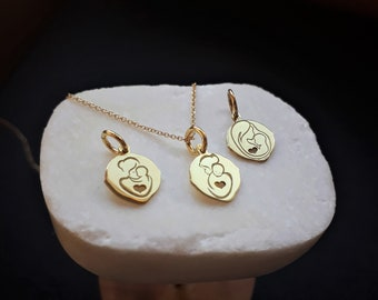 Solid Gold 14K Charm for Mother's day. Ideal Gift for Mother.  Gold Pendant, New Mother Gift, Solid gold necklace. Elegance.