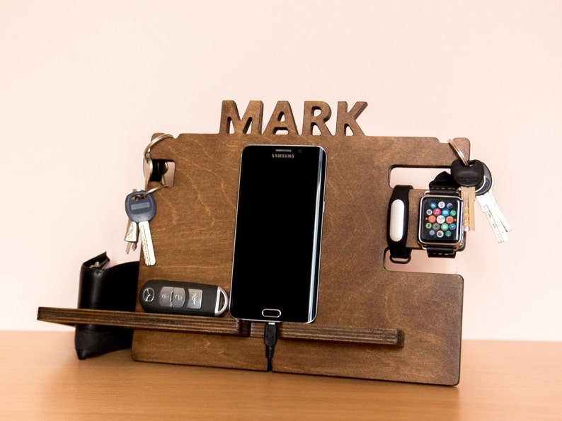 bd6d617f99472 Personalized docking station mens boyfriend gift idea Gift
