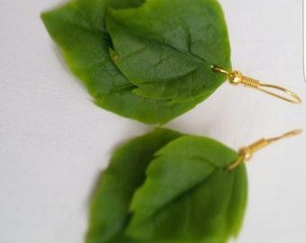 flower earrings, cold porcelain, leaves earrings, green earrings, bridesmaids earrings, bride leaves, rustic style, silver leaves