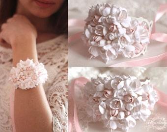 white bracelet, flower bracelet, white jewellery, bride corsage, flower jewellery, bridesmaids gift, white bride, white wedding