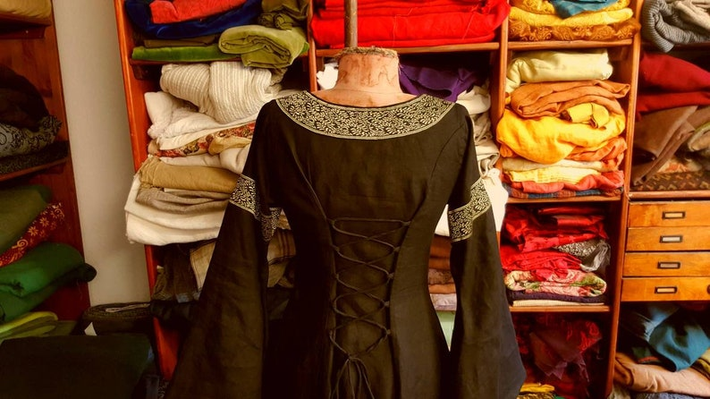 dress medieval linen larp,SCA role playing fantasy gothic medieval dress Dress 100/% linen black with wide gold bristle